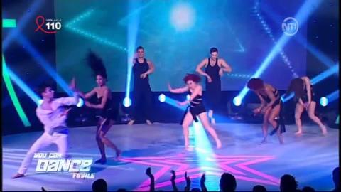 """Choré de groupe sur """"On the Floor"""" de Jennifer Lopez"""
