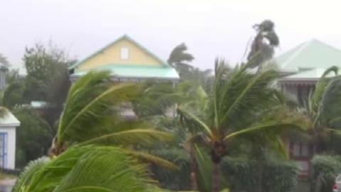Cyclone Earl à St-Martin : les images d'un internaute de TF1News